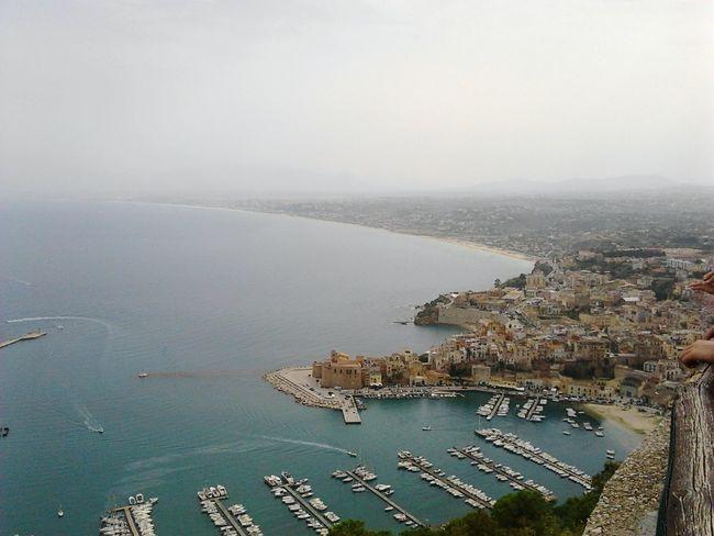 Dissolvenza sul Golfo Castellammare Del Golfo Sicily Siciliabedda Sea Seaside Port Coast Coastline Fog Over Water View From The Top Landscape
