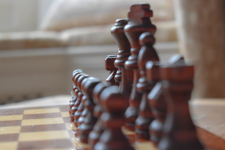 chess pieces Wooden Chess Chess Pieces Lined Up Strategy Game Competition Black Queen Chess Piece Close-up Board Game King - Chess Piece Pawn - Chess Piece Queen - Chess Piece Chess Chess Board Knight - Chess Piece Battle Chess Piece Leisure Games Piece Checked Pattern
