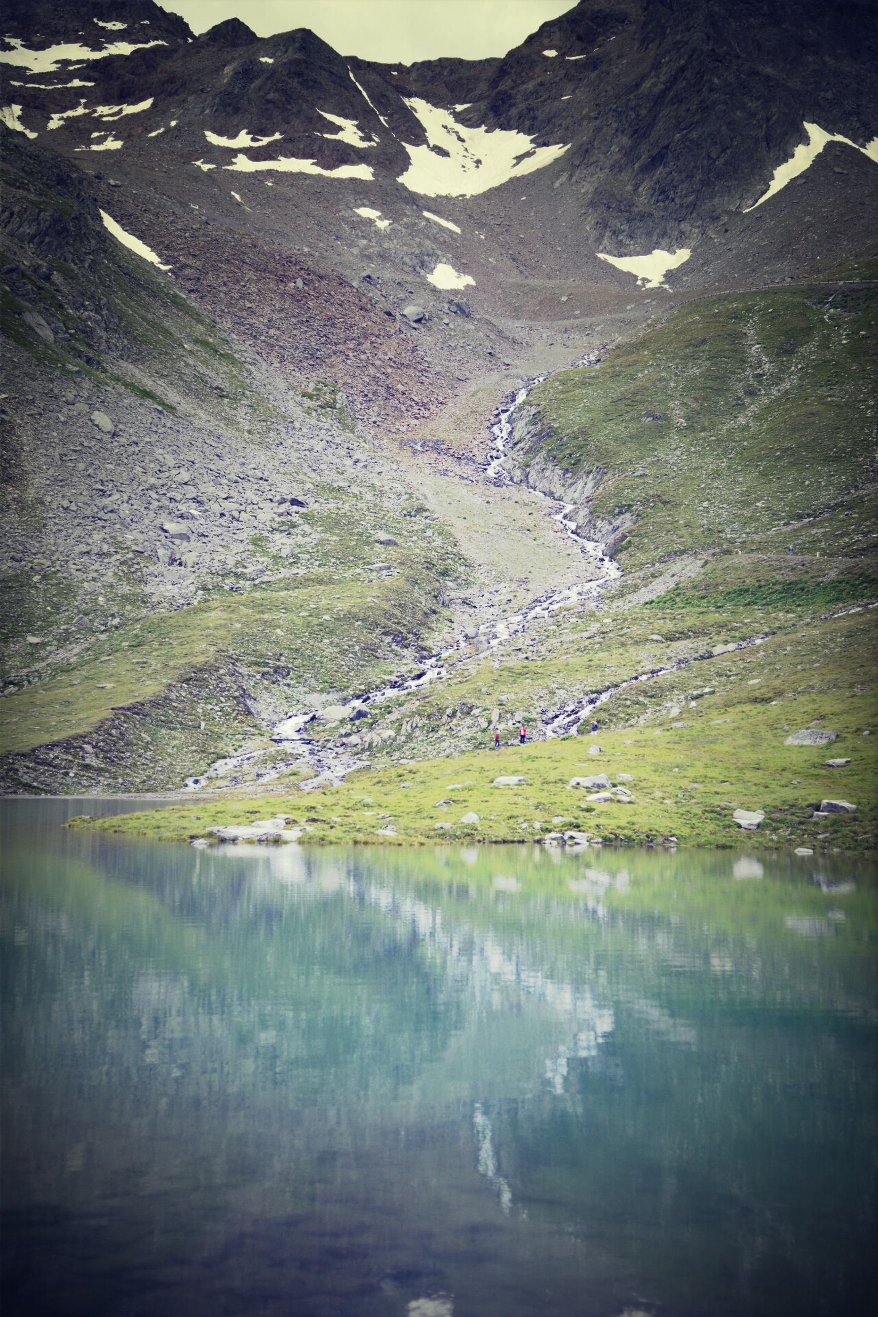 mountain, water, tranquil scene, tranquility, lake, scenics, beauty in nature, nature, reflection, mountain range, waterfront, river, landscape, non-urban scene, tree, idyllic, day, outdoors, remote, no people