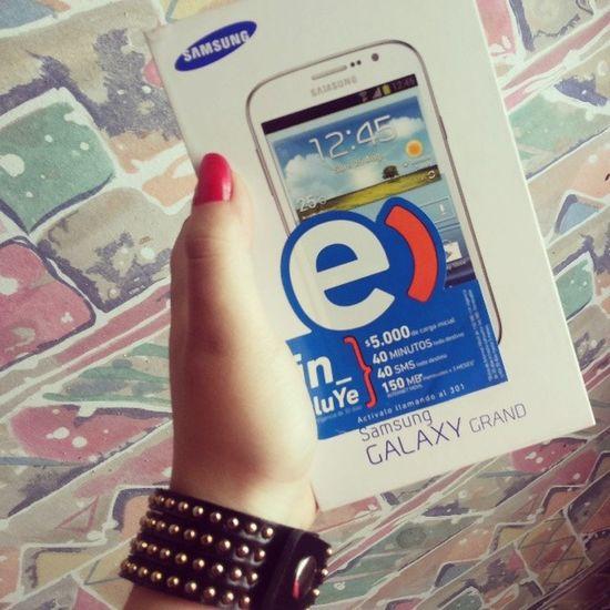 Mi nuevo juguetito *-* el Samsunggalaxygrand lo bueno de trabajar ;)
