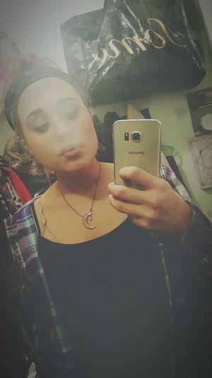 Love my mary jane♡ Enjoying Life Relaxing Girls Who Smoke Girls Who Smoke Weed Bongrips Cute AF Bongs Smoking Fun Marijuana