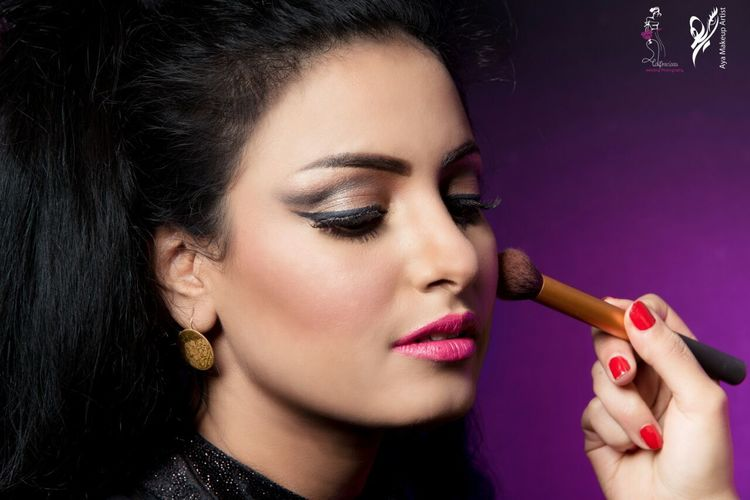 Make-up Beautiful Woman Close-up Eyeshadow Fashion Beautiful People Portrait Blush - Make-up Makeupbyme MakeupArt One Woman Only Friendship Makeupaddicted Makeup Time Makeup ♥ Looking At Camera Lifestyles Makeup On Point Makeupartist Females Make Love Not War Glamour