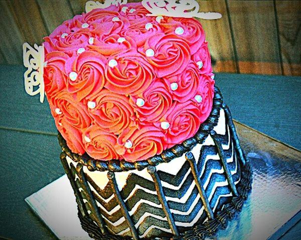 Cake Homeade Rosettes Chevron Red Black