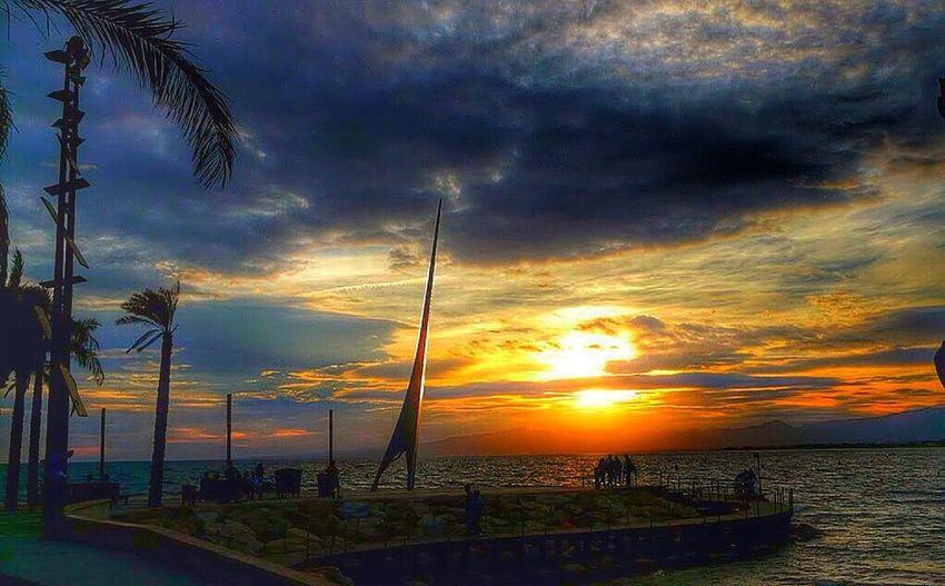 Incluso en los días de tormenta puedes encontrar belleza. Taking Photos Rincones Sunset Salou Lord_Azul
