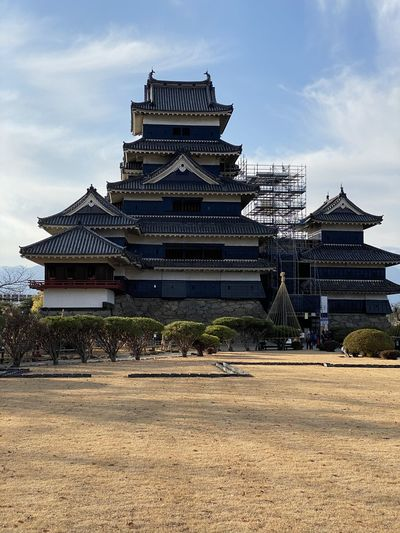 Exterior of matsumoto castle against sky