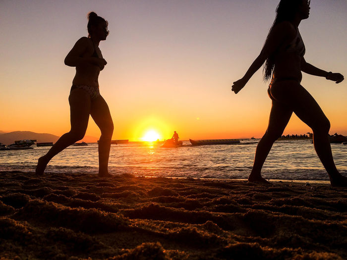 Backgrounds Balance Beach Beauty In Nature Fé Horizon Over Water Leisure Activity Lifestyles Nature Orange Color Outdoors Real People Sand Scenics Sea Shore Silhouette Sky Sun Sunkissed Sunset Togetherness Two People Water Women Live For The Story