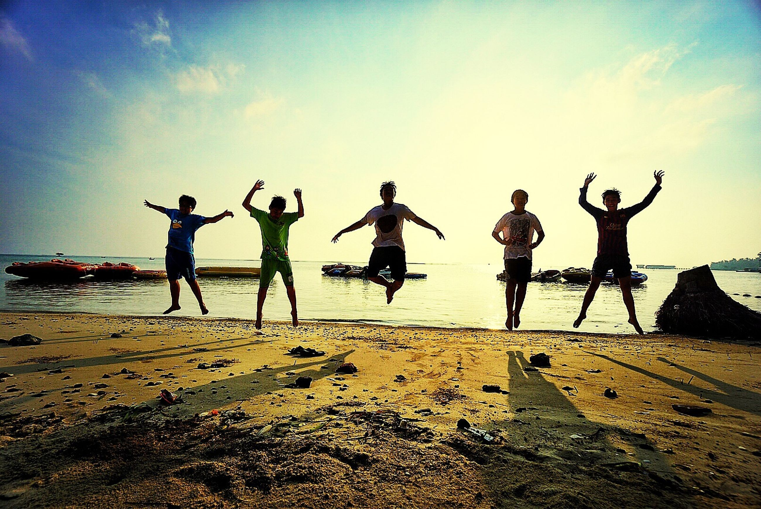 beach, sea, sand, shore, sky, water, leisure activity, lifestyles, full length, men, horizon over water, vacations, enjoyment, togetherness, sunlight, playing, standing, fun, boys