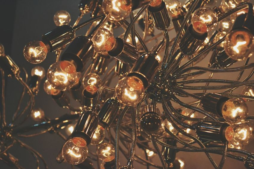Retro Style Retro Lights Bulbs Classy DIM Loungebar Glamourous Reflective Shiny Metal Chrome Pipes Beautiful Bring It Back Faded Chandelier Lights Fixture Filament Exposed Bold Evening Hanging Out Lovin The Livin All Day Everyday