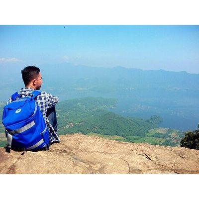 Dimana gunung dipijak, disitu langit di junjung.. Ehh ehh ini tas dr @sollubags kece jg buat dipake hiking ke gunung. Bentuknya yg pas dibadan dan nyaman dipakainya.. TravelingPakeReceh JarambahBandung DiBawahLangitBandung BandungIsMe