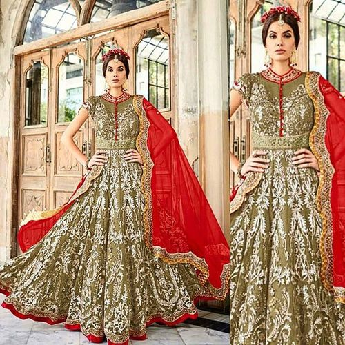 Save up to 50% for a limited time. Desi Wedding Punjabi Picoftheday Photooftheday Instagood Instacool Sardarni Jatti Bride Indianbride Sangeet Online  Desiweddings Indiansuit Gift Bridal Fashion Saree Jewellery Necklace Clutch Clutchbag Earrings Love SALE bajirao lehenga