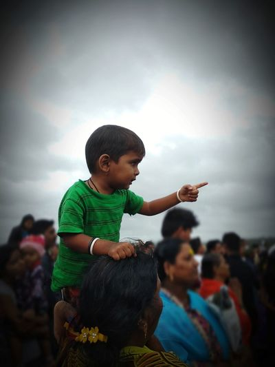 On the Shoulders Mobilephotography Mobile Photography People People Watching People Photography Peoplewatching Festivals Of India Girl Child Spiritual Gathering Spirituality Aashadhi Ekadashi Festival Village Life Crowd People Child Child And Mother On Shoulders Festival Performance Group Audience Live Event
