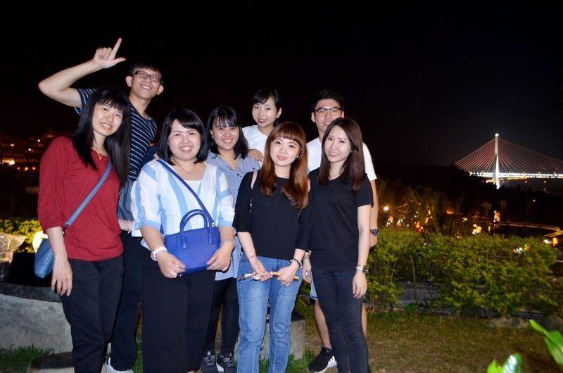 工作夥伴 出遊 覺得興奮 Young Women Friendship Togetherness Standing Nightlife Party - Social Event Smiling Popular Music Concert Happiness Arts Culture And Entertainment