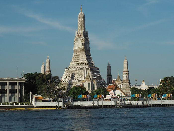 Temple of dawn in Bangkok Wat Arun Temple Of Dawn Thai Temple Riverside River Cruise Bangkok Chao Phaya River Sightseeing Landmark Bangkok Landmark Thailand Landmark Thailand Landscape Tradition