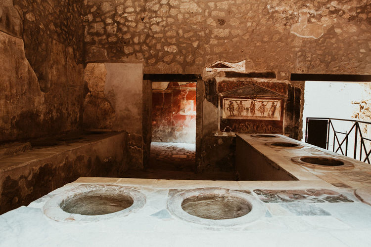 Pompeii  Pompeii Ruins Italy Indoors  Architecture No People Built Structure Old Building Wall - Building Feature Abandoned Absence Wall Obsolete Day House Weathered Domestic Room History Household Equipment Entrance The Past Empty