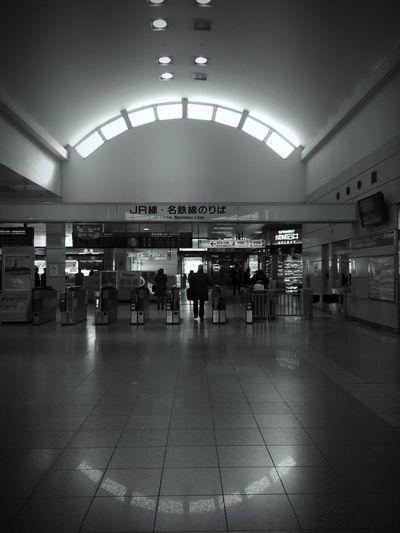 駅の構内に成城石井があるんだよね。改札が邪魔をして覗けない(ー ー;) Beautifully Organized The City Light