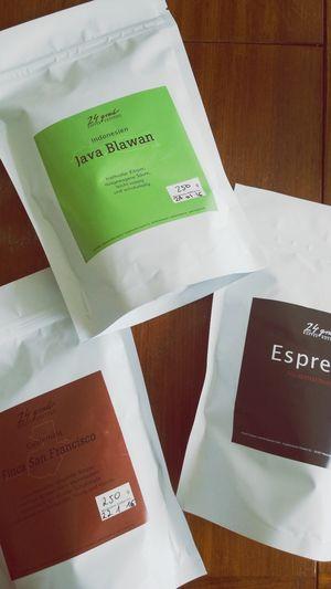 Buying delicious Coffee from 24 Grad Everyday Joy