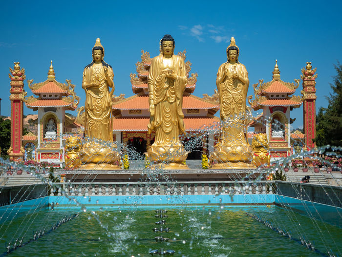 Sculpture Statue Architecture Water Religion Art And Craft Representation Human Representation Belief Built Structure Spirituality Nature Male Likeness Sky Fountain Travel Destinations Building Exterior Creativity Place Of Worship No People Outdoors Ornate