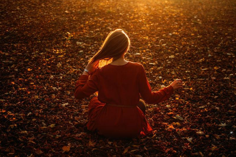 Feel-good self-care ideas for fall, autumn self-care activities, celebrate the fall season. young