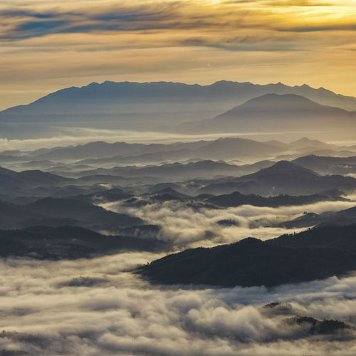 Sea of cloud in an early morning at Dalat, Vietnam. Creative Space Above Beauty In Nature Cloud - Sky Cloudscape Dramatic Sky Environment Fog Hazy  Idyllic Majestic Mountain Mountain Peak Mountain Range Nature No People Non-urban Scene Outdoors Scenics - Nature Sky Sunset Tranquil Scene Tranquility