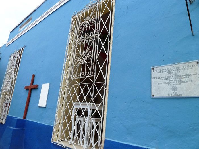 Windows: Cuba Architecture Basketball Hoop Blue Building Exterior Built Structure Close-up Communication Day Low Angle View No People Outdoors Sky Text Window