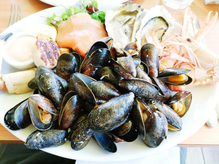 A set of platter seafood