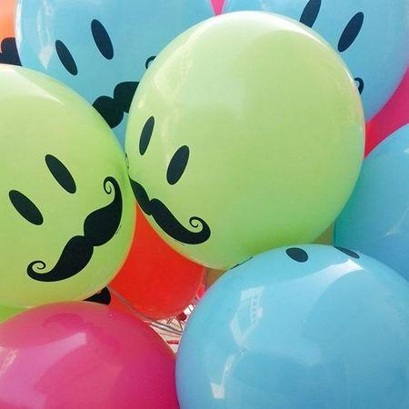 本日はヒゲつき 晴天 バルーンリリース 風船 バルーン ひげ ニコちゃん スマイル Balloon Smile 結婚式 Like4like Like Love Bridal Colorful カラフル
