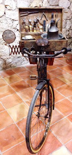 Barbershop movile :) Anchient Barber Shop Old Barber Shop Vintage Vintage Bike Old Bike Old Barber Bike Barber Bike Barbershop Bike Old Barbershop Bike Mobile Barber Mobile Barbershop Movile Barber Shop