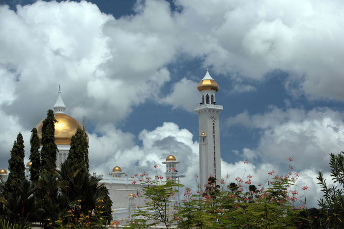 Architecture Building Exterior Built Structure Communications Tower Dome Famous Place Guidance International Landmark Islam Mosque Place Of Worship Religion Spire  Spirituality Tower Travel Destinations