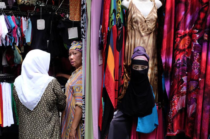 Textile seller at Jalan Tunku Abdul Rahman. Celebration Cultural Hijab Islam Jalan TAR Kuala Lumpur Looking Masjid India Muslim Muslimah Photography Staring Streetphotography Tunku Abdul Rahman