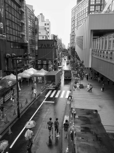 Rainy Days Shinjuku Streetphotography Black And White Monochrome Umbrella☂☂ People Watching People Photography Buildings Between Buildings Vanishing Point Light And Shadow Tokyo Snapshot
