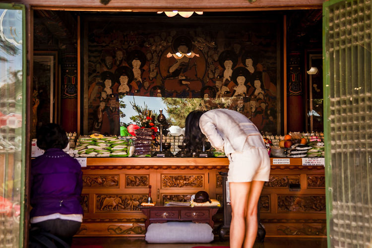 Art Art And Craft Bongeunsa Buddhism Buddhist Buddhist Temple Business Choice Creativity Cultures Deep Bow Design Famous Place Human Representation Indoors  Occupation Ornate Place Of Worship Religion Sculpture Spirituality Statue Tradition