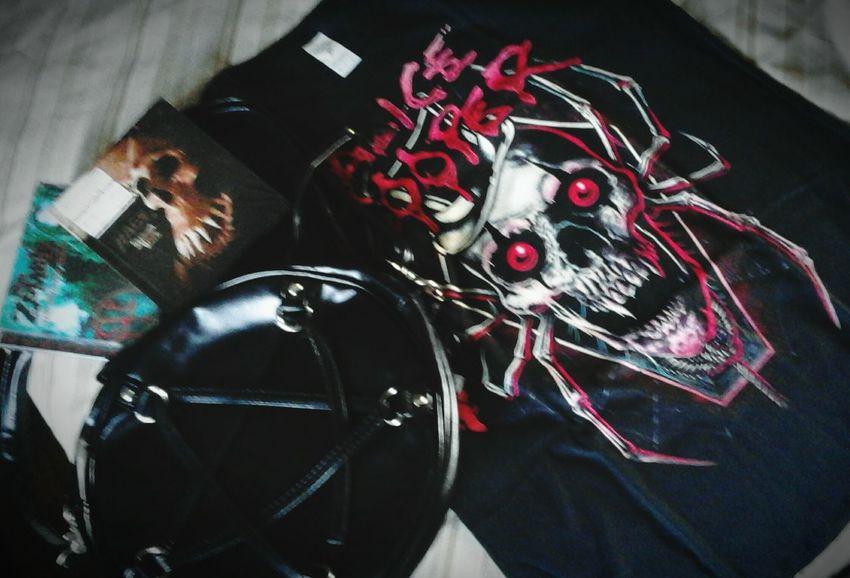 Mail day! 😁 Alicecooper Cd Metalmusic Rage Robzombie Bag Pentagram❤ Pentagram Mailday Tshirt Tshirt♡ Spider Box Imhappynow Imhappy Metalgirl Musicametal MusicaPorFavor