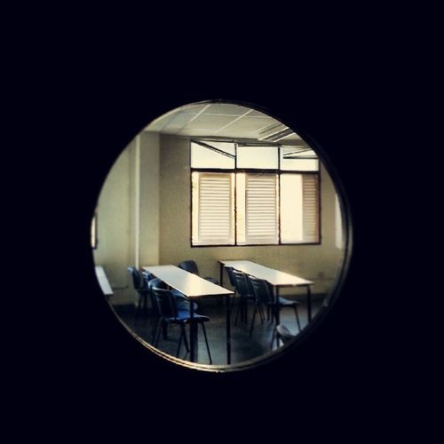Aulas vacías Aula Clase Classroom Agujero Hole Rendija Mesa Table Ventanas Windows Chairs Sillas Light Luz University Universidad UniversidadDeLasPalmas ElObelisco LasPalmas LasPalmasDeGranCanaria LPGC Igers IgersLasPalmas IgersLpa IgersOfTheDay IgersSpain Instacool Instagood Instamood