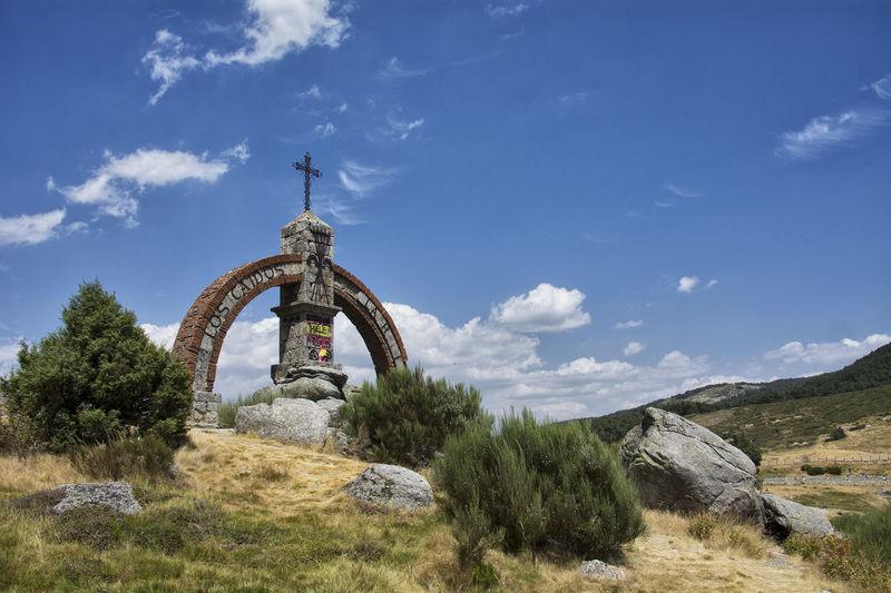 Puerto Del Pico Beauty In Nature History Landscape Monument Nature Rock - Object Sierra De Gredos