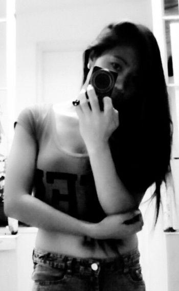 Photo♡ Photograph Simple Beauty Looking At Camera Hi Loves ❤️ Looking At You Looking At Me My Love ♡ Awesome Shirt