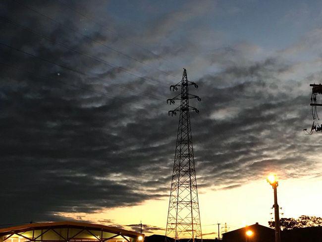だんだん肌寒くなって来たな😅お疲れ様❣️ Sky Cloud - Sky Low Angle View Sunset Connection No People Silhouette Electricity Pylon Technology Outdoors Cable Electricity  Built Structure Communication Architecture Nature Day EyeEm Gallery Japan Autumn Hope Behappy 仕事秋 肌寒い