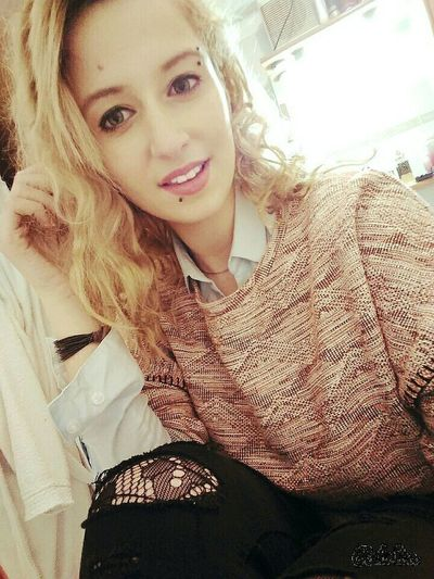 Motivi Brand Stradivarius Beautiful Girl Smile❤ Blonde Hair Beatiful Smile Pink Outfit Camicia Maglioncino Pearcing Green Eyes My Face Fashion&love&beauty Look Me In The Eyes Fashion Moda Blonde SexyGirl.♥ Curly Hair <3 Today Hot Look  Very Italian People Sexylips Curly Hair Don't Care