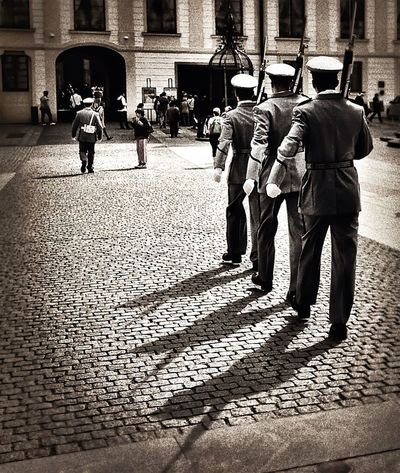 Streetphoto_bw Shootermag Mission Prague Schattenspiel