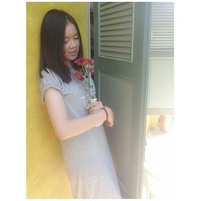 ในมือของฉันนั้นมีดอกไม้แต่ฉันไม่รู้จะไปให้ใคร
