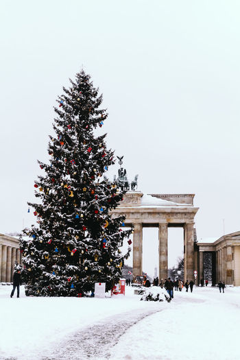 Brandenburg Gate, Berlin, Germany in winter Berlin Brandenburg Gate Brandenburger Tor Celebration Christmas Christmas Christmas Decoration Christmas Lights Christmas Tree Cold Temperature Day Germany Holiday - Event Horizontal Large Group Of People Nature Outdoors People Sky Snow Snowing Tree Vacations Winter Winter