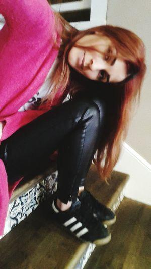 36 numara olan ayağım 40 gbi ckmis safagadafhaja😂😂😂😂 Selfie Me That's Me Shoes özçekim Walking Around Hair Redhair Ordan Burdan :)