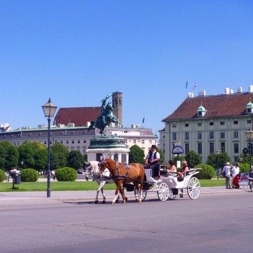 Даже и не подозревала, что темафонарь так часто мной раскрывается... И снова Вена Австрия но ещё и Кони -живые и не очень, и, конечно, отпуск VienAustria хочуобратно!!!