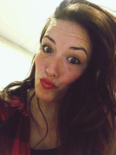Working Boring ThatsMe Hello World Red Red Lips Viernes Porfin 👯👯🎉