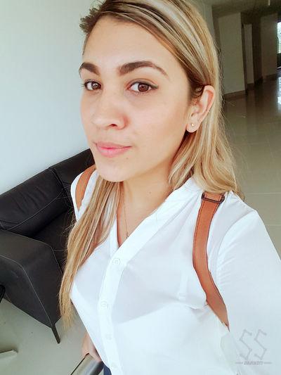 Happy Enjoying Life Portrait Blondiegirl Style ✌ Colombiagirls Colombia ♥  Blondie Taking Photos Beauty Selfie ✌