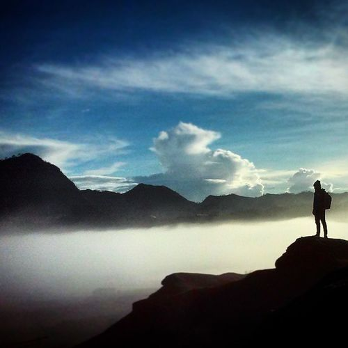 Diatas Kabut Bromo Selalu melihat kebawa walaupun pernah melihat keatas dan pernah berada diatas ketinggian sekalipun.... Tak pernah lelah bersyukur, atas semua kekuasaanMU.. Ucapan SUBAHANALLAH... ALHAMDULILLAH dan AMIN selalu terLafadzkan untukMU.... Hsun Petualangan Jalanjalan Ngetrip Touring