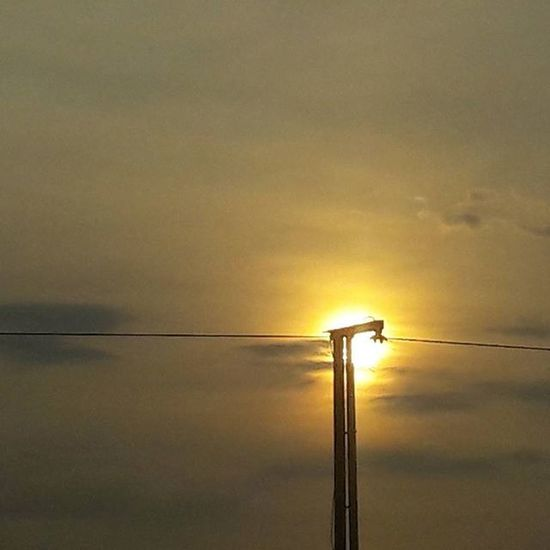 Naturesbeauty Picturesque Localscene Edsa Mrt Sunsets Quezoncity