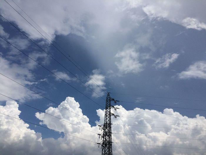 イマソラ ノンフィルター 鉄塔 電線 雨止まないけどいい空になった〜!!٩(๑^o^๑)۶