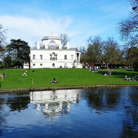 Chiswick House Chiswick Home Reflection Lake Picnic Summer London Grass Londonlife Nature On Your Doorstep