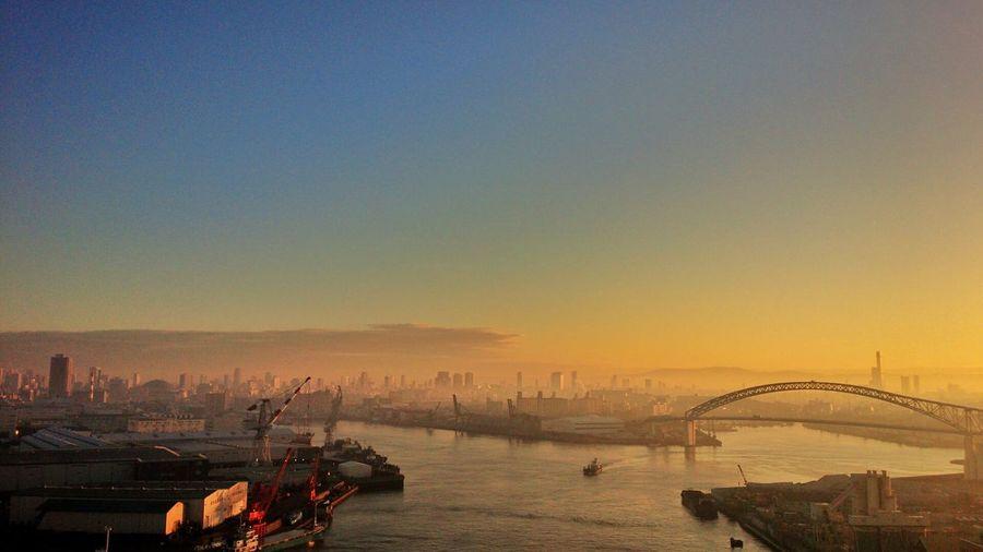 今朝のランニング。なみはや大橋で日の出をみました。 ランニング Running Morning