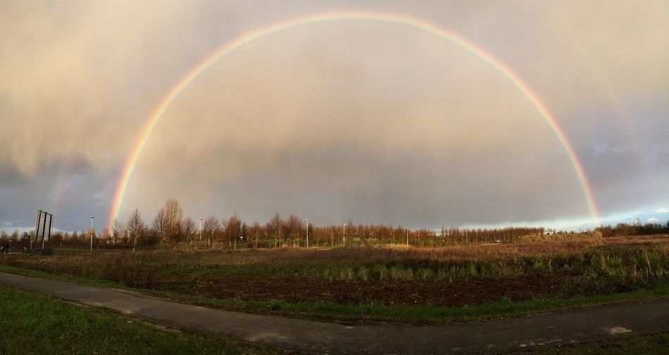 Under the Dome 😱 Rainbow Underthedome Arcenciel IPhoneography Iphone6plus Beautiful 77 Paysage Nature Sky Seine Et Marne Landscape